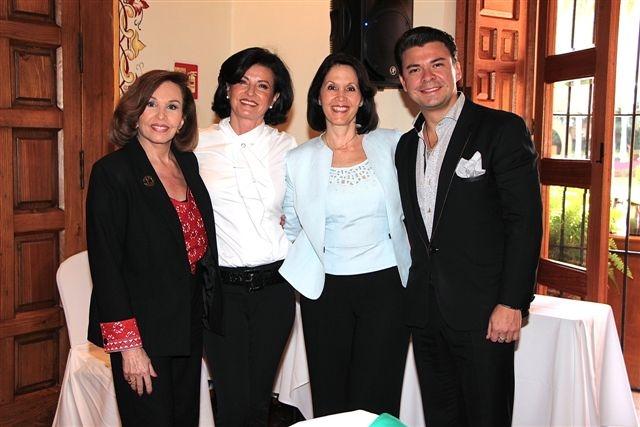 Kena Moreno, Gaby Vargs, Linda Flores y Mauricio Serrano