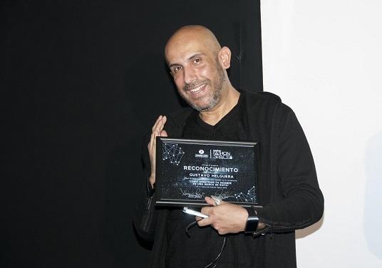 4.-Gustavo Helguera-Brother Fashion Space, Universidad Jannette Klein
